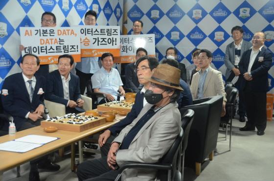 열렬 응원단의 성원 속에 서울 데이터스트림즈 3:0 완봉승
